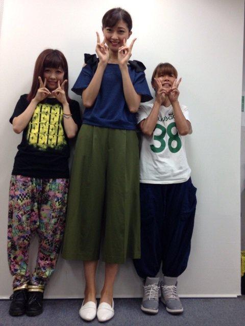 カラフル x ハロプロBerryz工房 熊井友理奈、清水佐紀と振付師みつばちまきとの身長差が話題